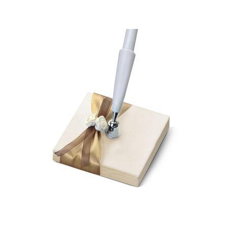 Ozdobné pero na svadbu - zlatá stuha