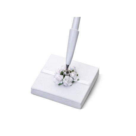 Svadobné pero so stojančekom s bielymi kvietkami