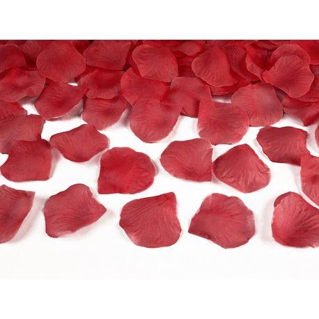 Červené lupene ruží