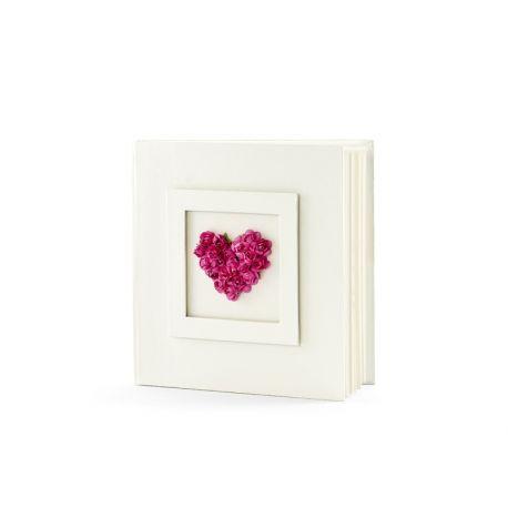Svadobná kniha hostí s ružovým kvetinovým srdcom