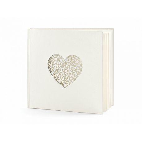Svadobná kniha hostí s vyrezaným srdcom