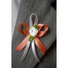 Oranžové svadobné pierka pre hostí